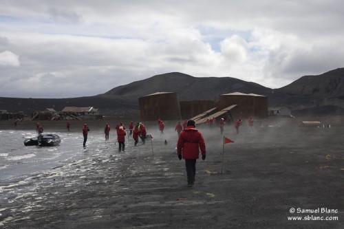 Visite d'une ancienne station baleinière en péninsule antarctique