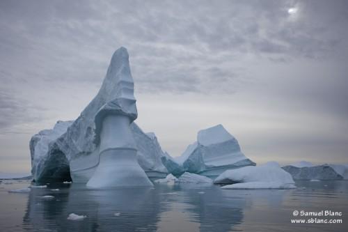 Cimetière d'icebergs à Red Head au Groenland