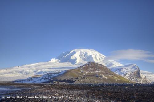 Dôme glaciaire et volcanique Big Ben à l'île Heard