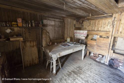 intérieur de la cabane de Borchgrevink au cap Adare