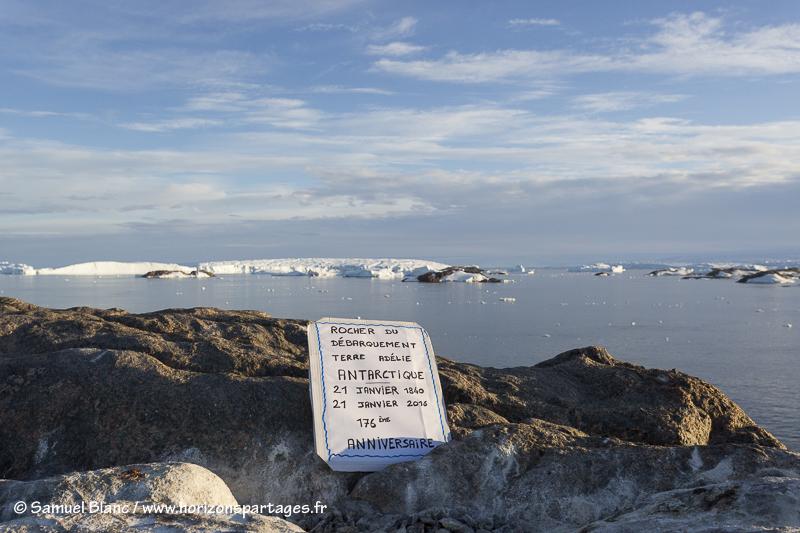 Sur le rocher du Débarquement en Terre Adélie