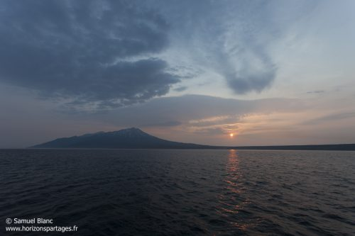 Volcan dans les îles Kouriles