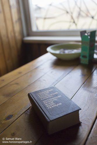 Dictionnaire dans la cabane des rangers de l'ile Wrangel