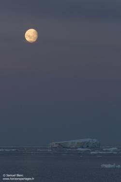 Lune et iceberg / Moon and iceberg