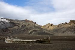 Epave à l'Ile Déception / Wreck at Deception Island