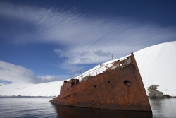 Epave à Foyn Harbour / Wreck at Foyn Harbour