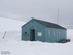 Cabane dans la Baie de Dorian / Hut at Dorian Bay