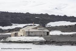 Cabane de l'expédition Terra Nova au Cap Evans / Terra Nova expedition hut at Cape Evans