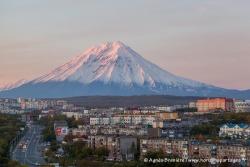 Petropavlovsk-Kamchatsky et volcan Koryaksky