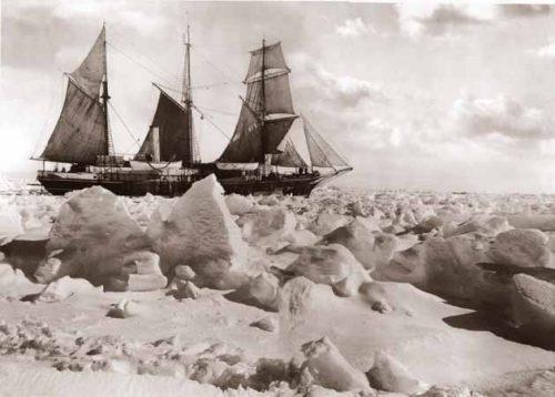 Le navire L'Endurance dans les glaces de la mer de Weddell