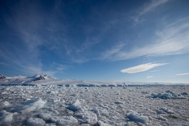 Dans la glace dans l'Antarctic Sound