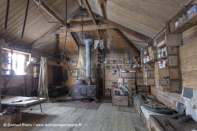 L'intérieur de la cabane de l'expédition Nimrod au cap Royds