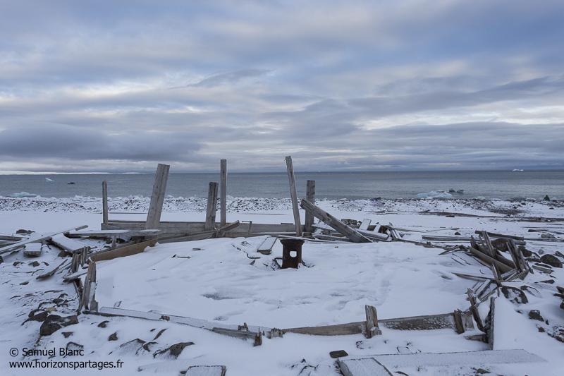 Restes de l'expédition Wellmann au cap Tegetthoff en Terre Francois-Joseph