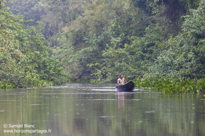 Indien Waraos sur le fleuve Orénoque au Venezuela