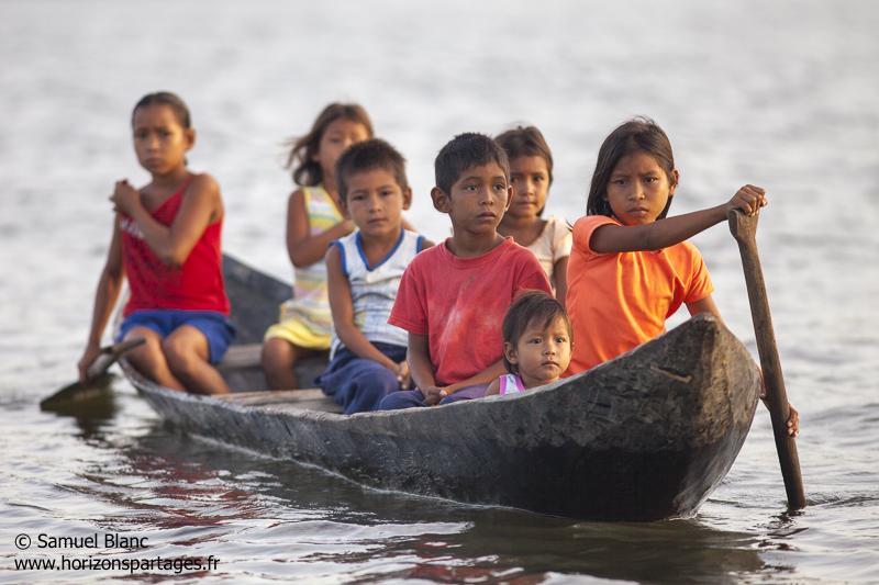 Indiens Waraos sur le fleuve Orénoque au Venezuela
