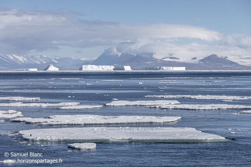 Banquise et icebergs dans le détroit de McMurdo