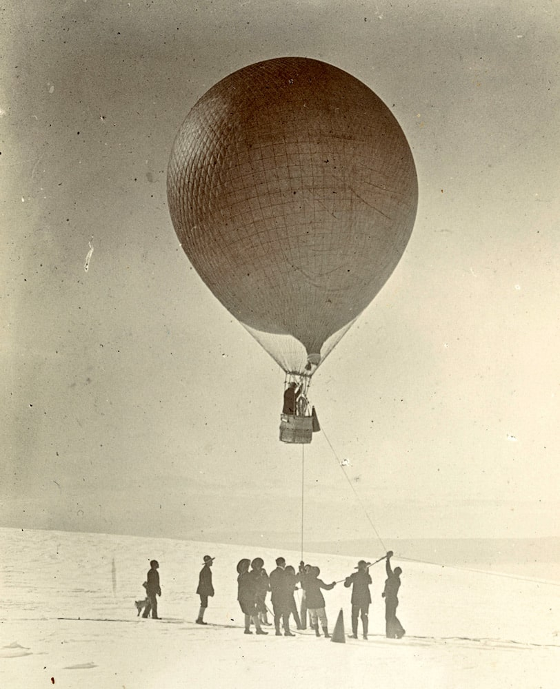 Sir Ernest Shackleton dans le ballon à hydrogène le 4 février 1902