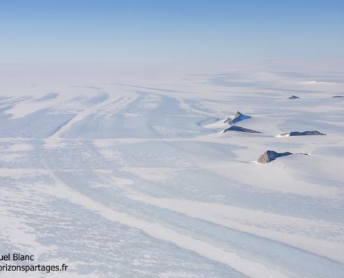 Vue arienne de l'Antarctique en Terre de la Reine Maud